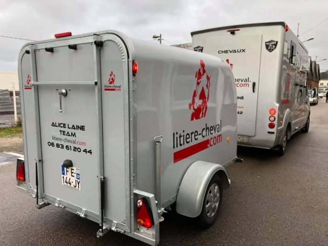 vehicule-lettrages-adhesifs-camion-chevaux