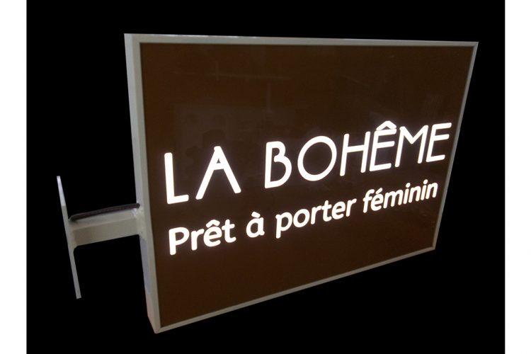 ENSEIGNE-DRAPEAU-PEINTE-LA-BOHEME
