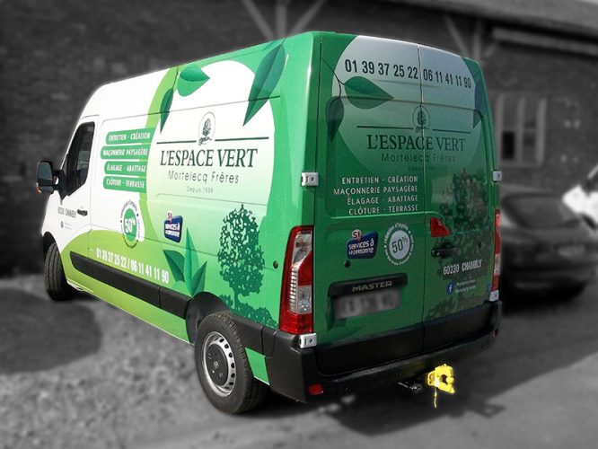 vehicule-semi-covering-espace-vert